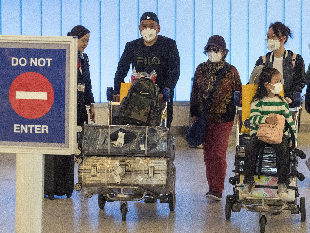 Trump downplays epidemic fears as virus spreads around world