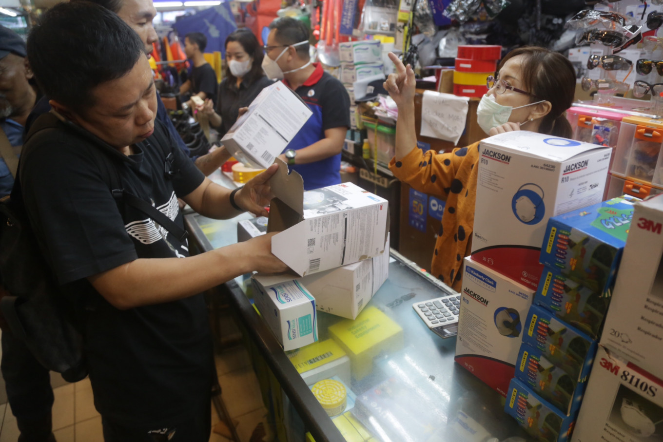 Rush for masks leads to diminishing stock at Jakarta markets