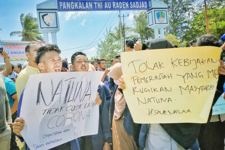 Viral fears: Natuna residents protest in front of Raden Sadjad Air Force Base in Ranai, Natuna, Riau Islands, on Saturday. They opposed the arrival of Indonesian citizens repatriated from Wuhan, China, in the regency, where the evacuees will be observed to ensure they are free from the new coronavirus.
