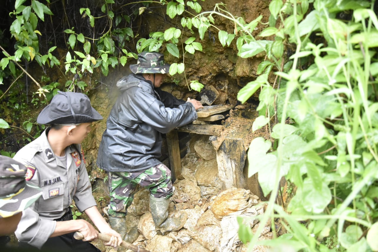 Authorities close down 23 illegal gold mining holes in Bogor