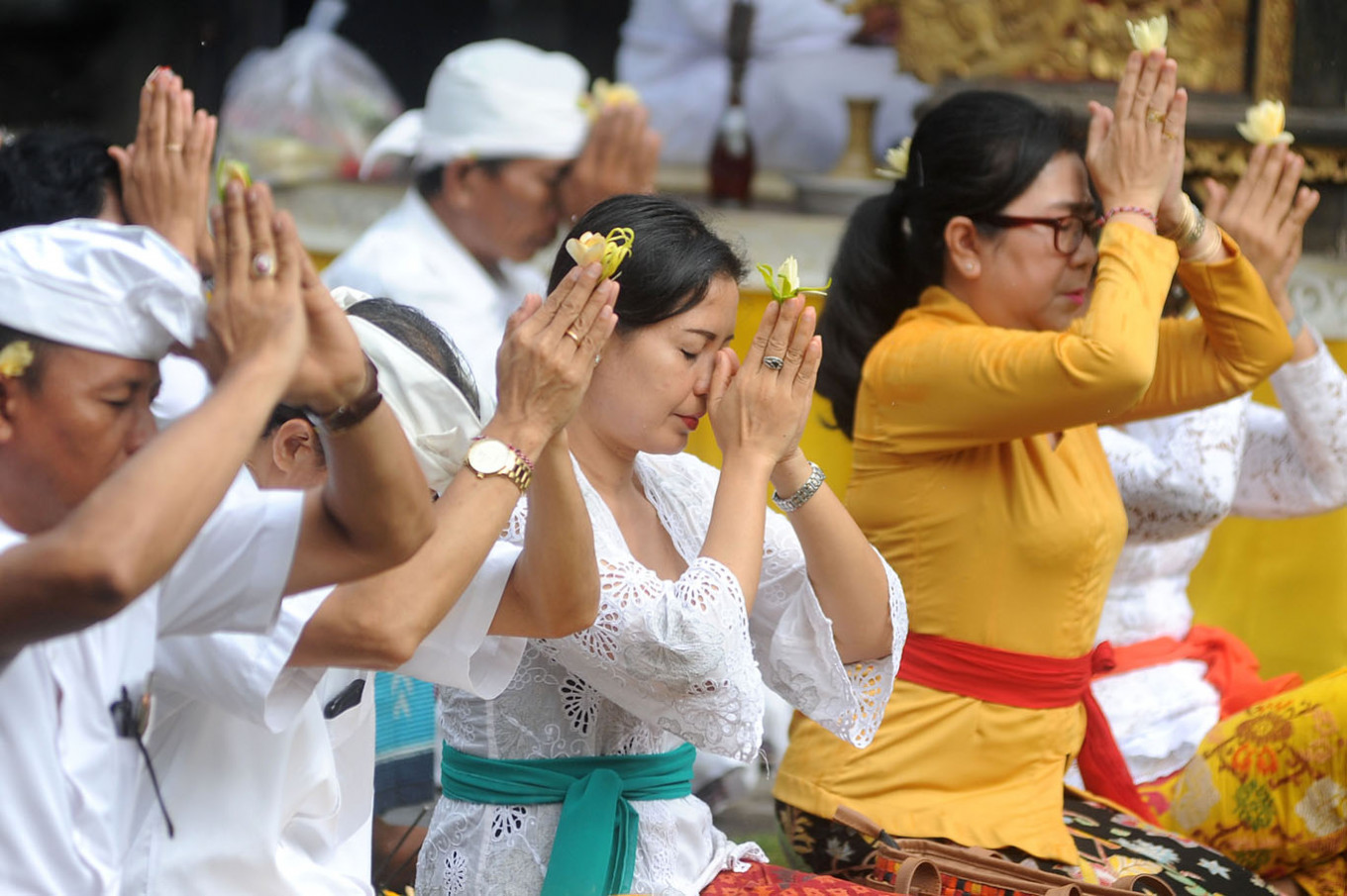 Bali holds mass prayers for reopening from coronavirus lockdown