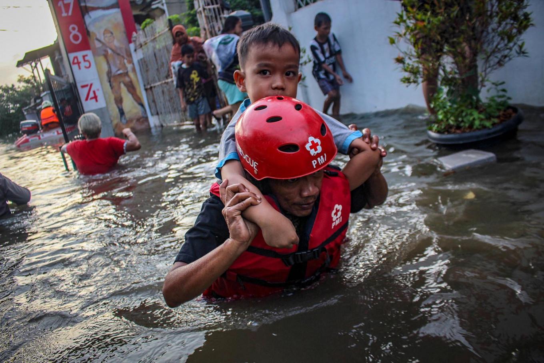 Floods still deluge Tangerang four days after heavy rains