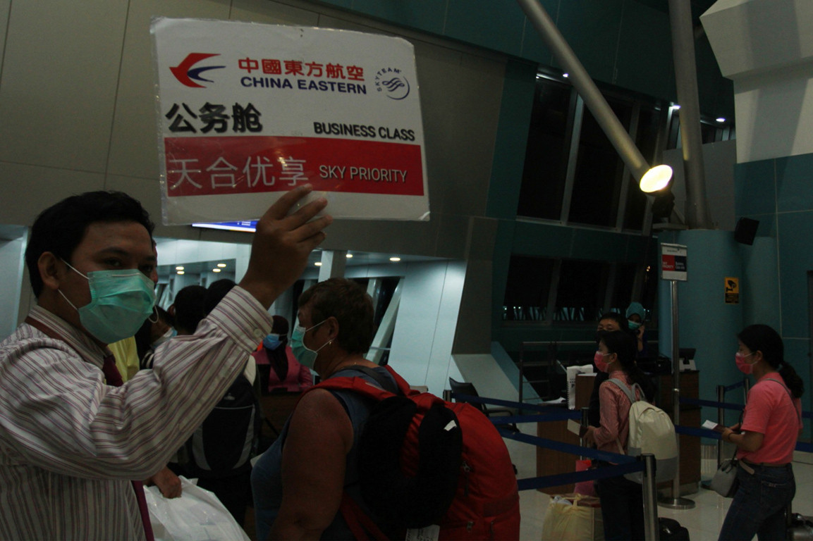 China plans to repatriate tourists stranded in Bali