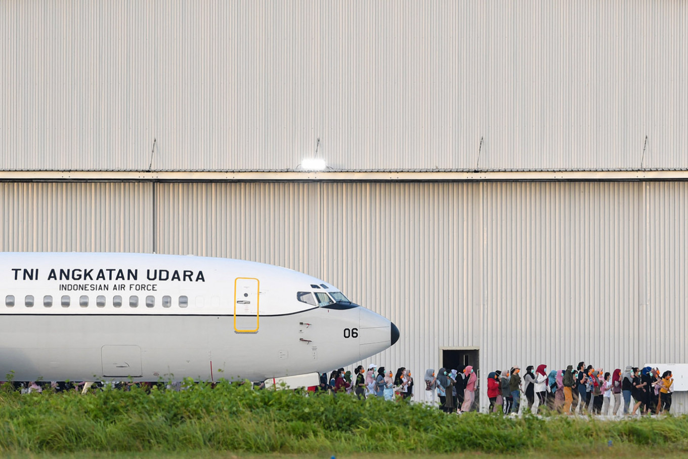 Govt looks for free flights to transport quarantined citizens from Natuna to home towns