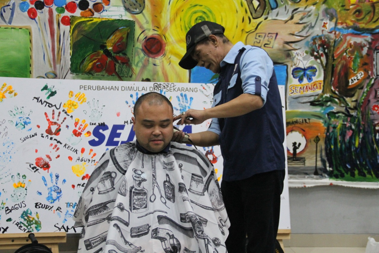 Challenge completed: Transjakarta directors shave heads after breaking record