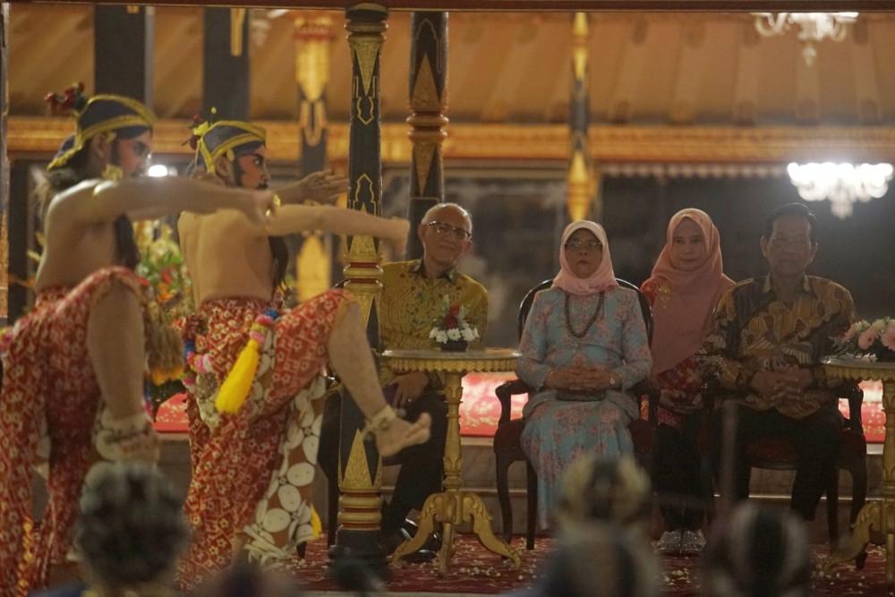 Singapore president once backpacked in Yogyakarta, says royal