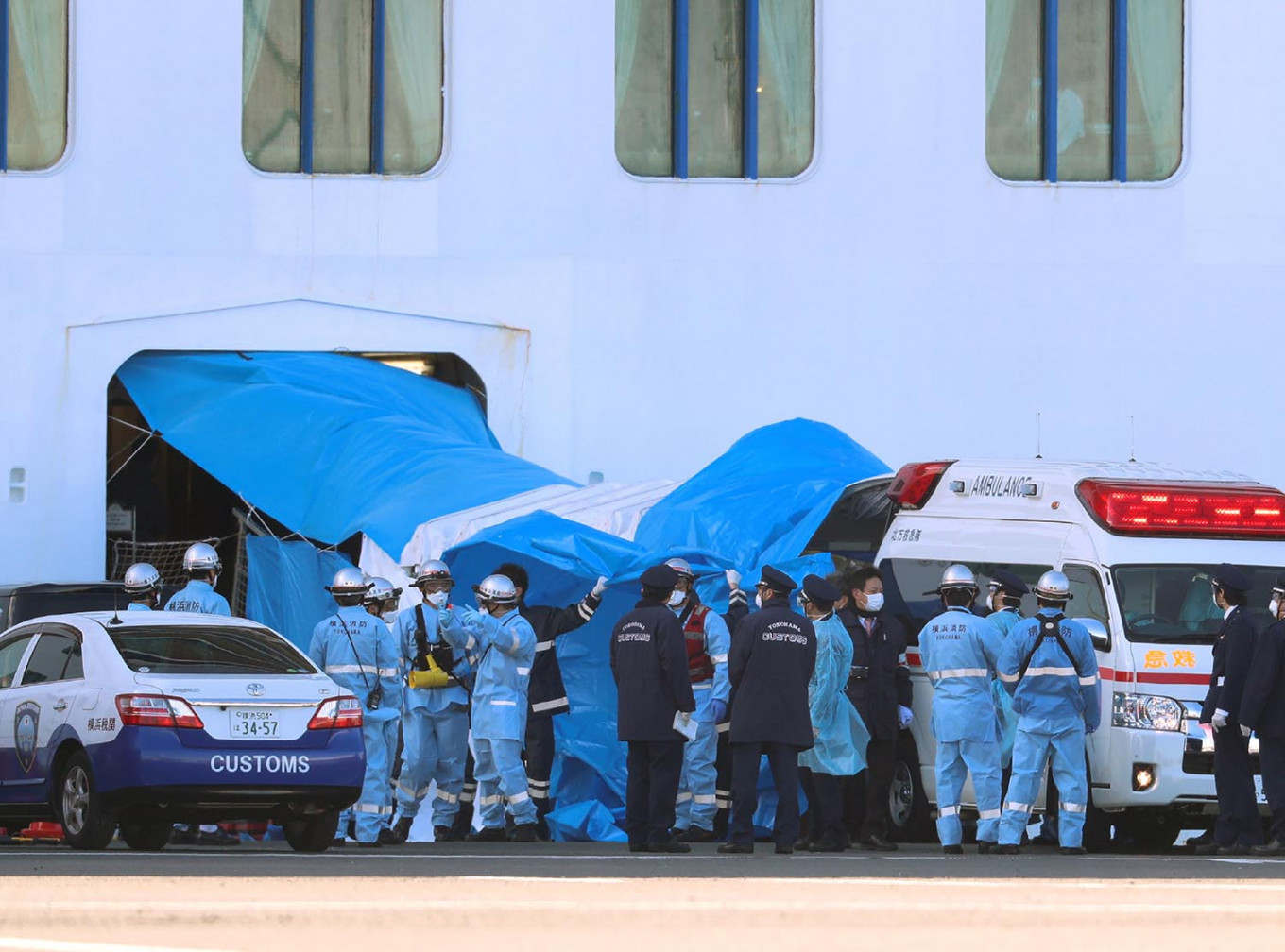 First passengers exit quarantined Japan ship
