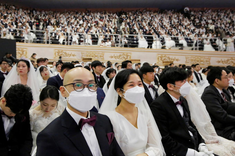 South Korea mass wedding attracts thousands despite virus fears