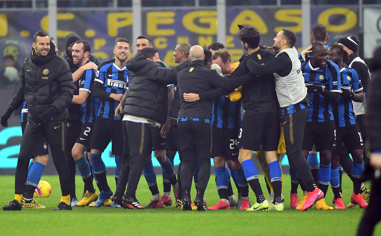 Inter wins thrilling Milan derby to move top of Serie A