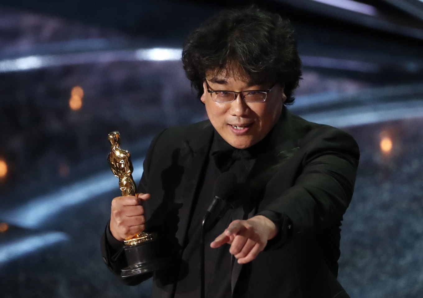 Oscar win draws unlikely political support for 'Parasite's' Bong