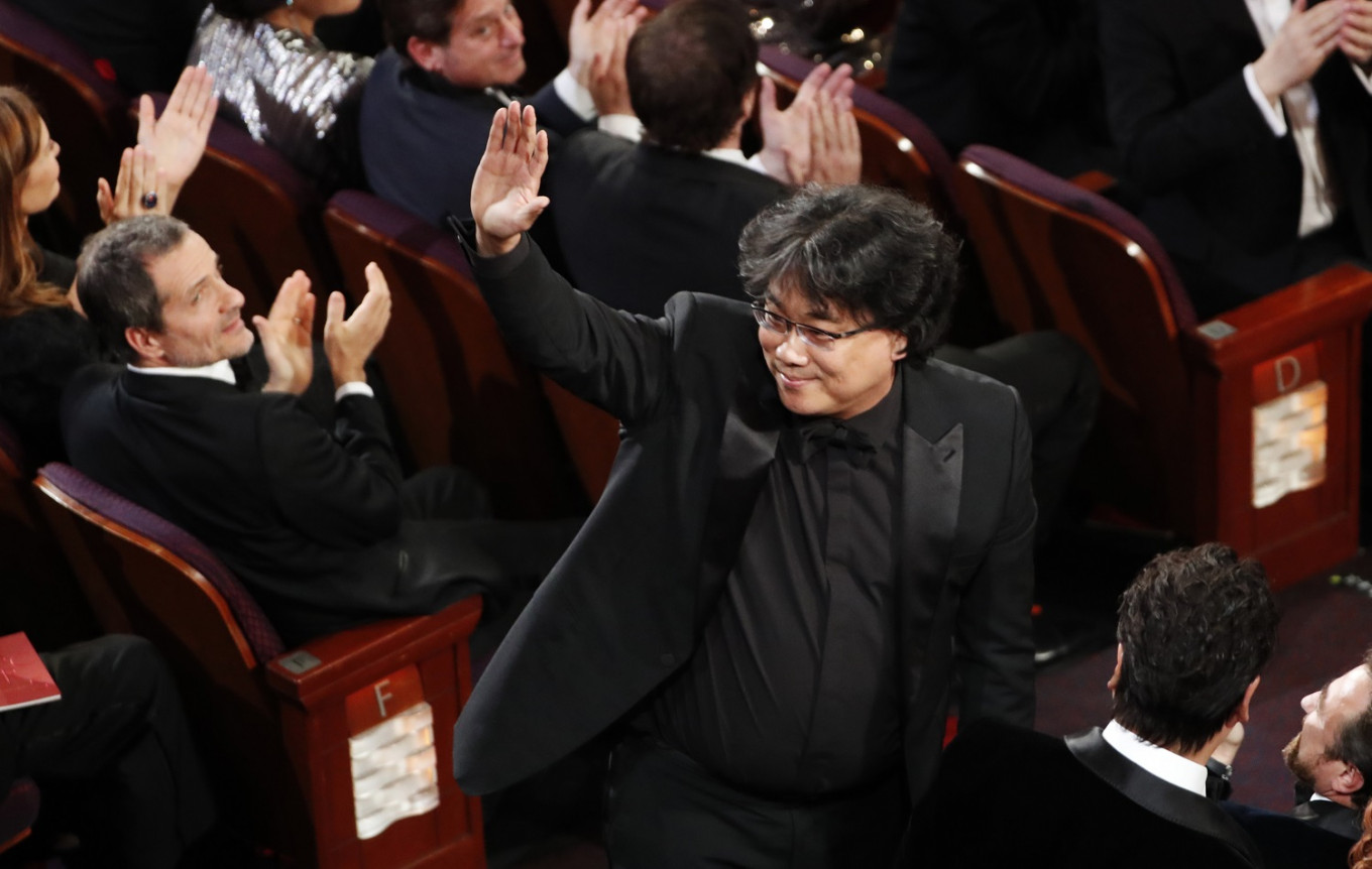 South Koreans celebrate as 'Parasite' snags historic win at Oscars