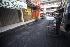 A street hawker opens for business. JP/Boy T Harjanto