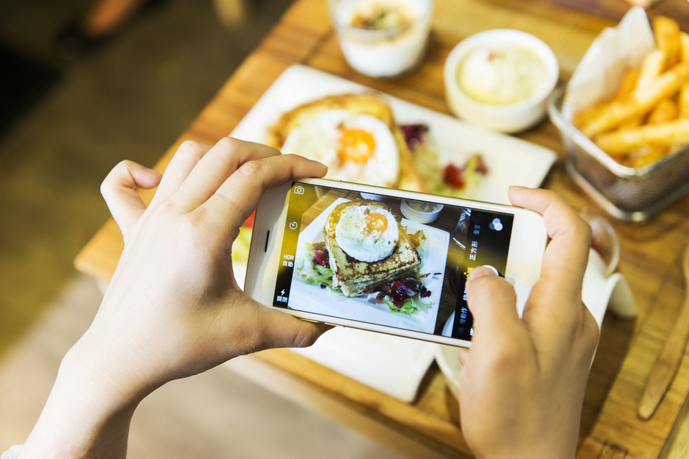 Seeing what your friends are eating on social media may influence your eating habits