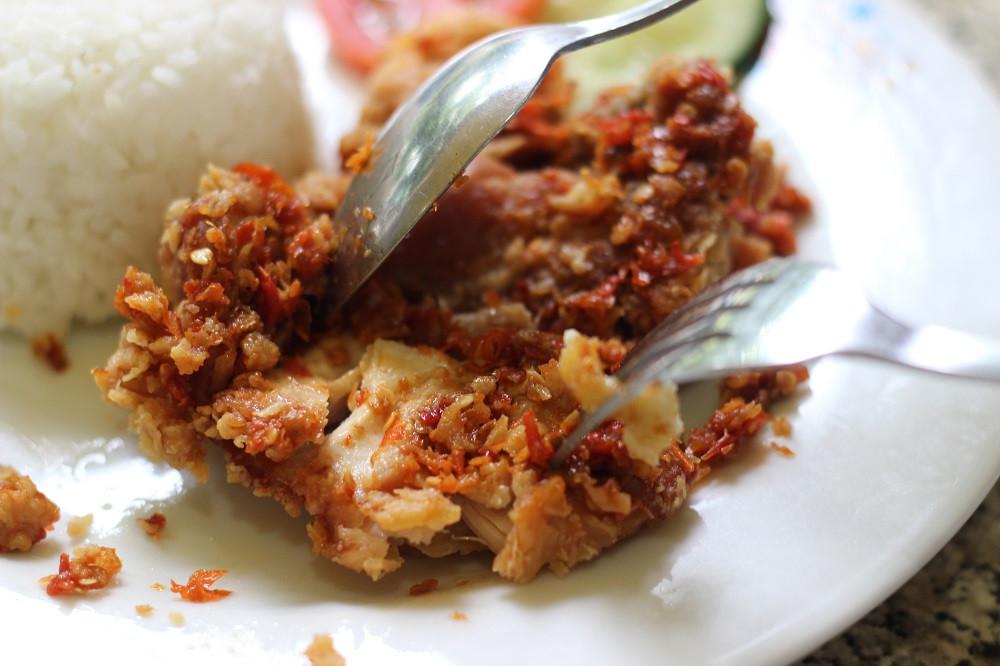 Winner, winner, chicken dinner: 'Ayam geprek' crowned most-ordered dish on GoFood