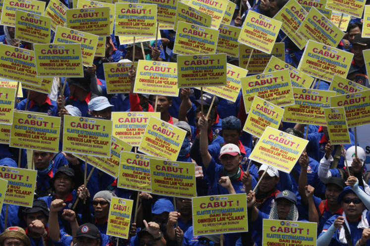 Members of the Confederation of Indonesian Trade Unions (KSPI) protest against the omnibus bill on job creation in front of the Parliament Building, Senayan, Central Jakarta, on Wednesday.