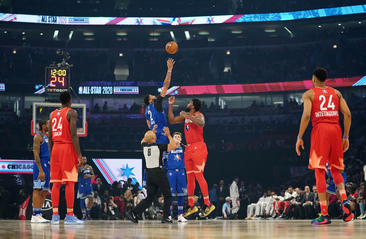 'Kobe, Kobe, Kobe': All-Star Game crowd pays tribute to fallen star