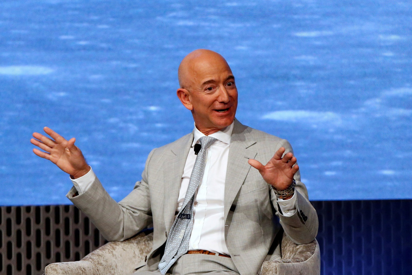 Jeff Bezos to step down as Amazon CEO - Business - The Jakarta Post