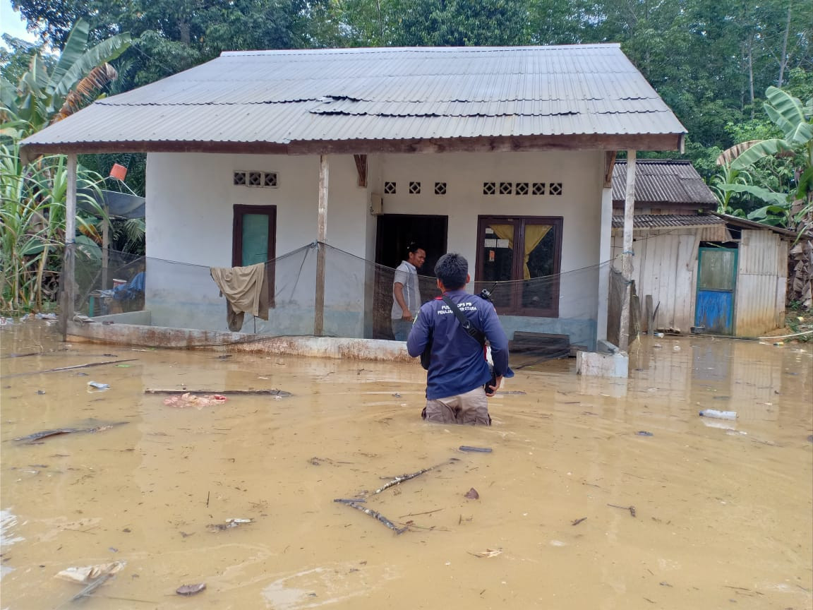 Hundreds affected by floods within location of Indonesia's future capital