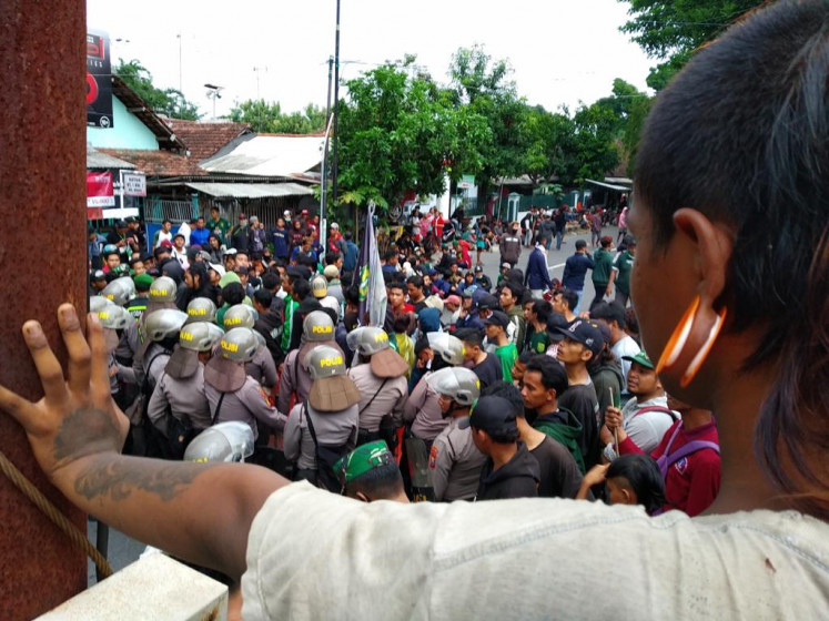 Hooliganism between Arema, Persebaya soccer fans causes Rp 250 million losses: Authorities