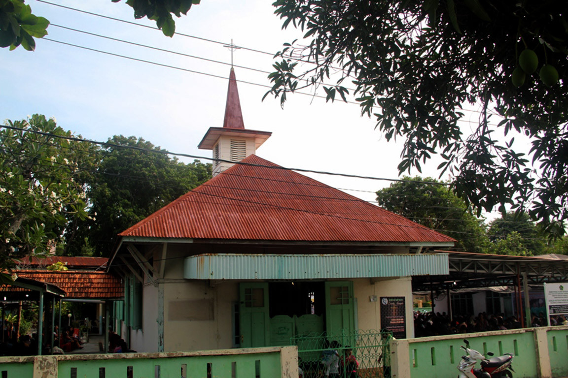 Renovation of 92-year-old Catholic church in Riau Islands halted after protests