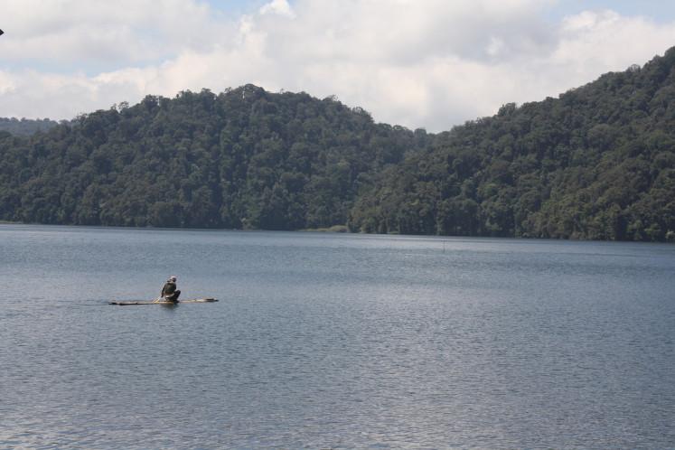 Threat of Mount Sinabung eruption threatens Lake Lau Kawar tourism