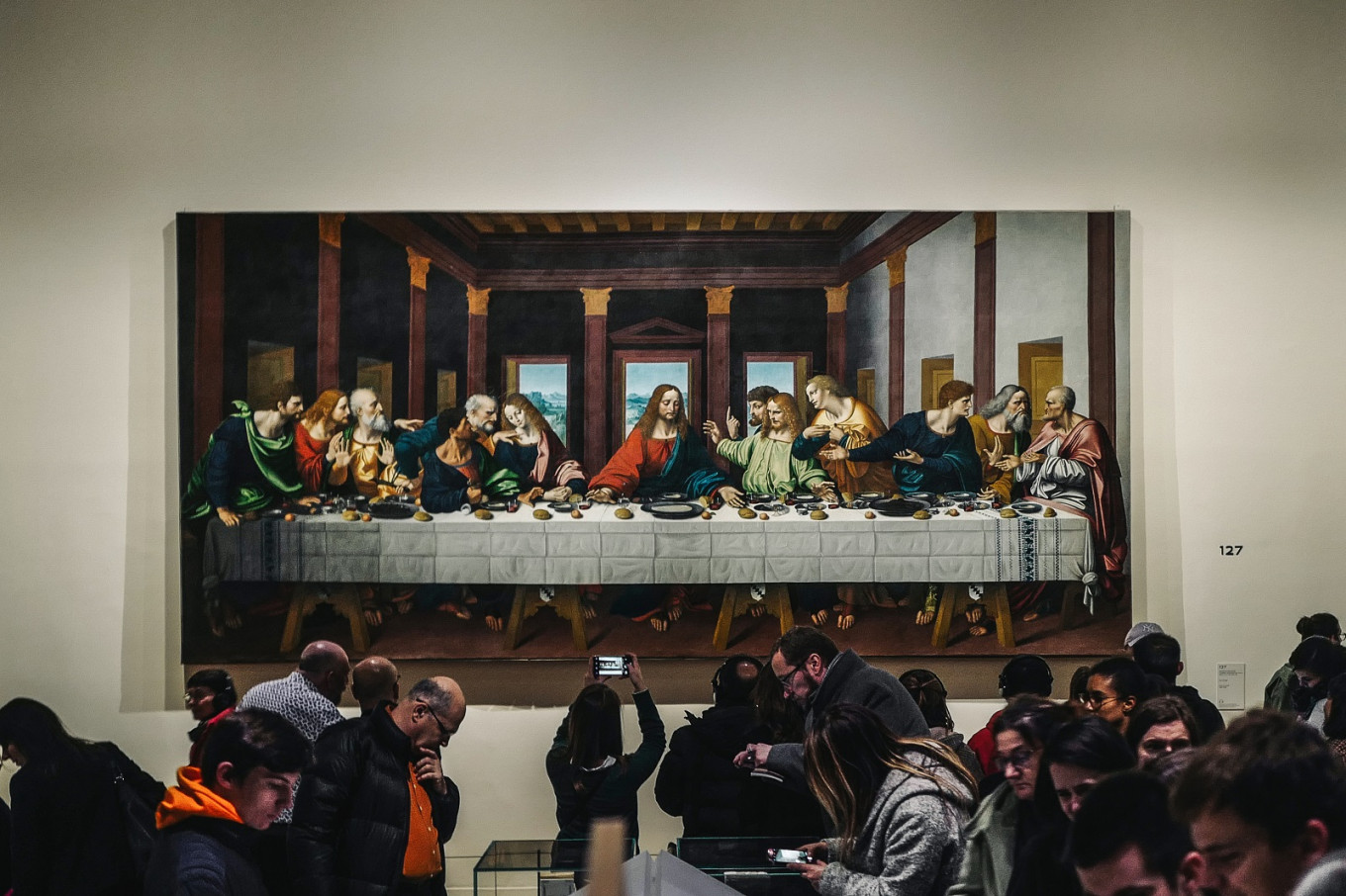 Leonardo fans pull Louvre all-nighters to catch show's final hours