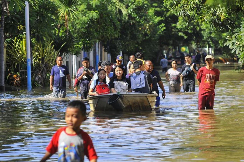 Bekasi flood victims demand action from property developer, administration