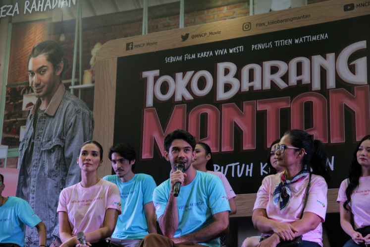 Reza Rahadian (center) discusses his role in 'Toko Barang Mantan' alongside Marsha Timothy (left) and director Viva Westi during a press conference for the movie at Epicentrum XXI in South Jakarta on Feb. 11.