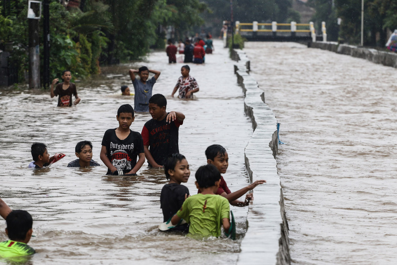 PLN cuts power to flood-affected areas over safety concerns