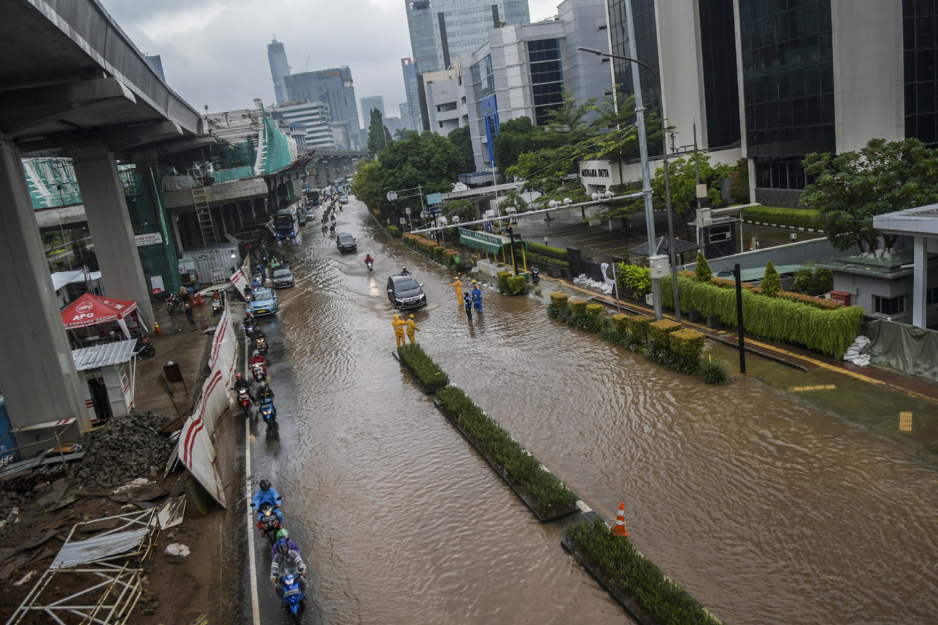 Widespread flooding in Greater Jakarta causes chaos for commuters