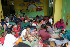Safe space: Local residents gather in a shelter inside a school in Bendungan Hilir, Central Jakarta. JP/Dhoni Setiawan