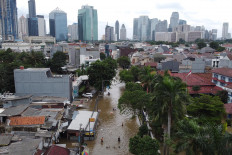 Atlantis for a day: Bendungan Hilir is seen flooded in Central Jakarta on Tuesday. JP/Donny Fernando
