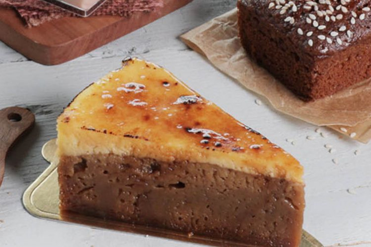 'Sarang semut' cheesecake by Starbucks Indonesia.
