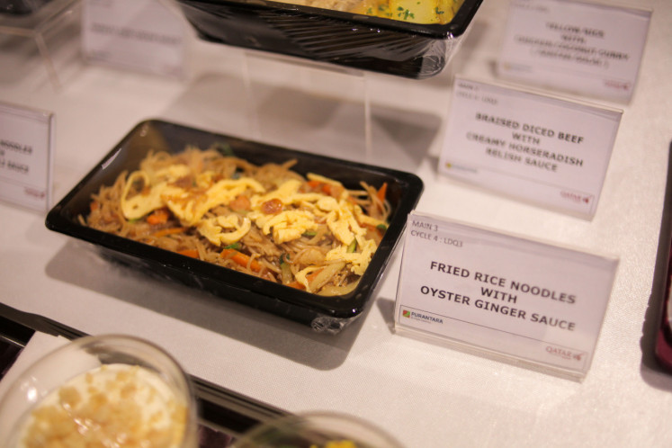 'Bihun goreng saus tiram jahe' (fried glass noodles with oyster ginger sauce) is one of the Indonesian dinner dishes served on select Qatar Airways flights.