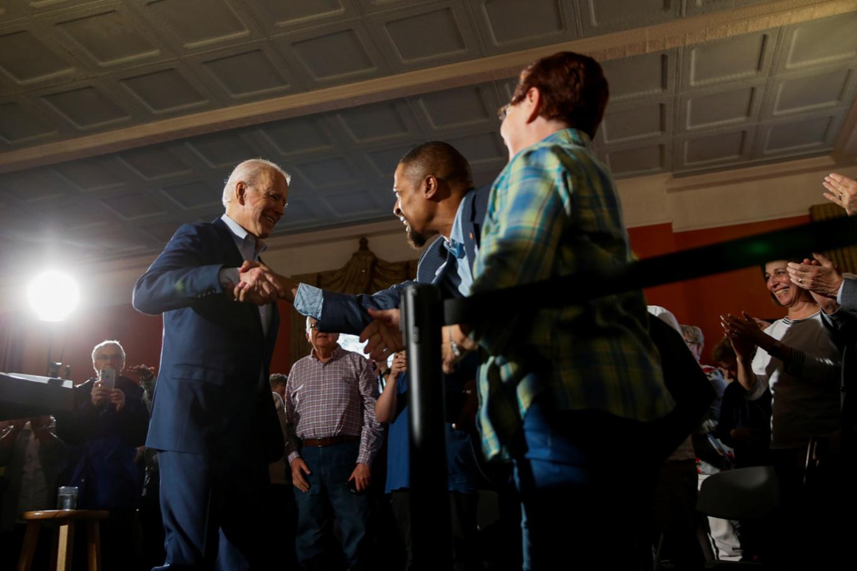 Biden lands key endorsement as Democrats campaign in South Carolina