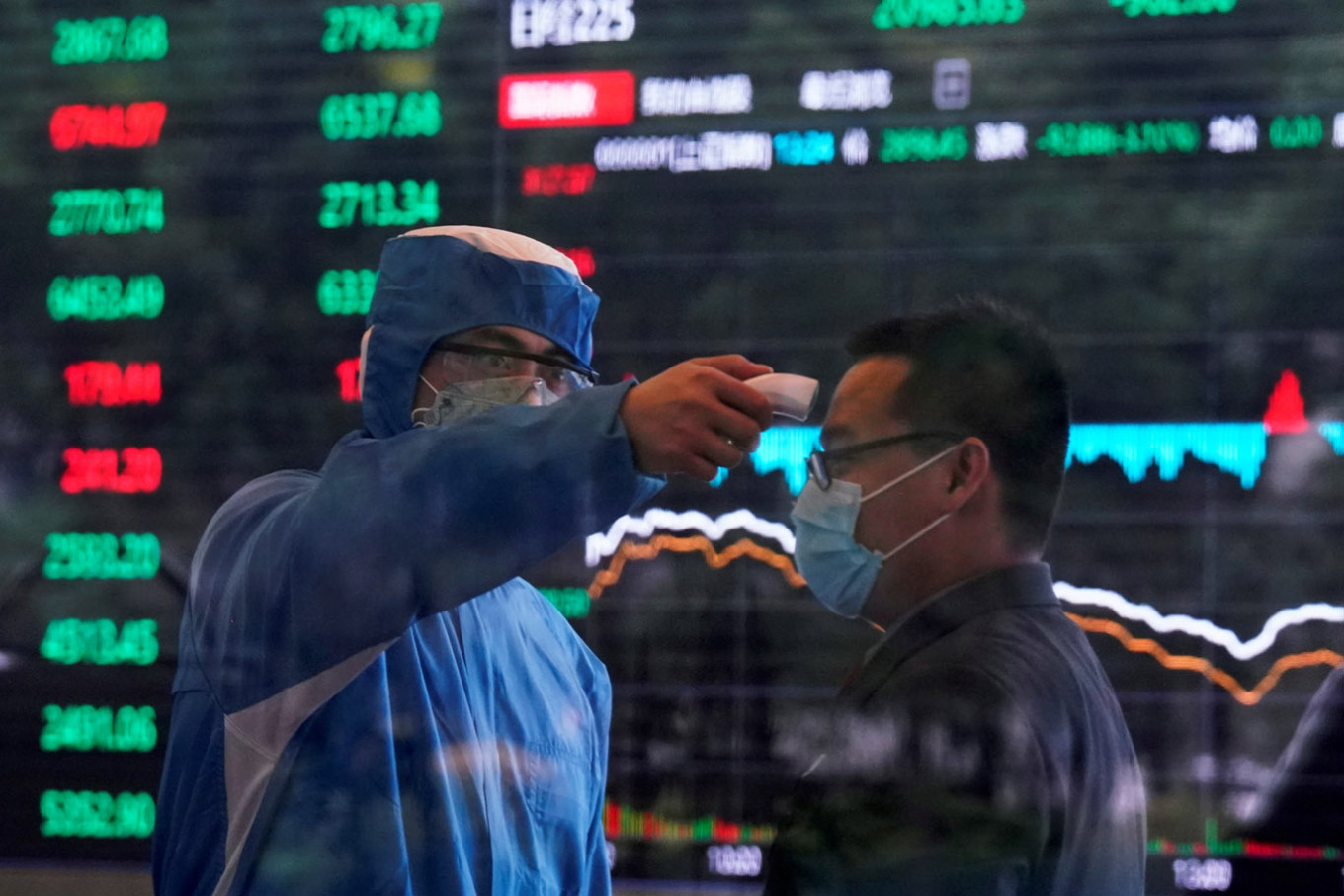Stock markets rise by vaccine hope, surging infections fan fear