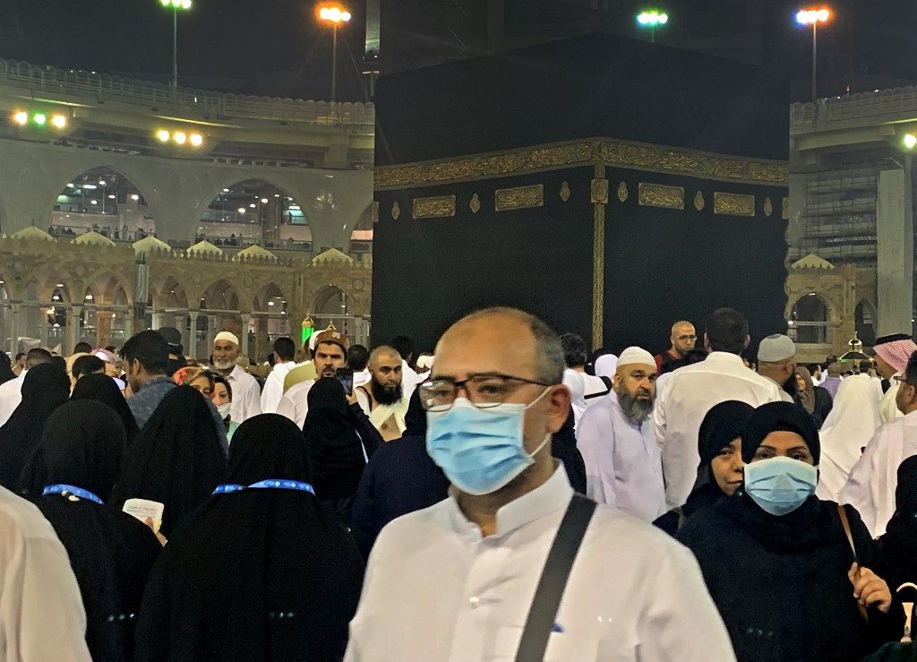 Nearly 1,700 Indonesian pilgrims stranded in transit countries by 'umrah' ban