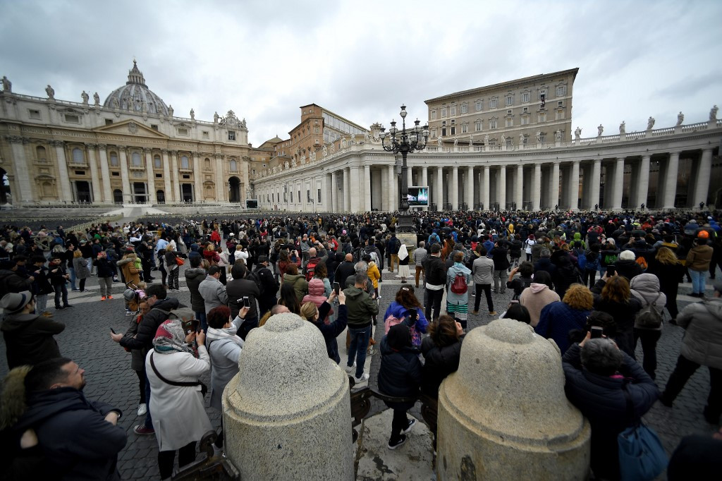 Vatican closes to tourists -- but not the faithful