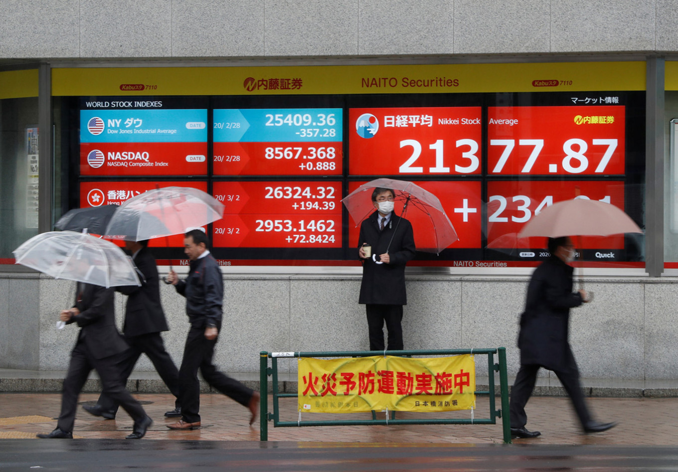 Nikkei logs sharpest fall in over 2 months on tech plunge, Asia falls