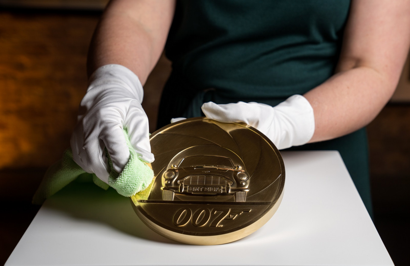 7kg gold coin to mark new James Bond film
