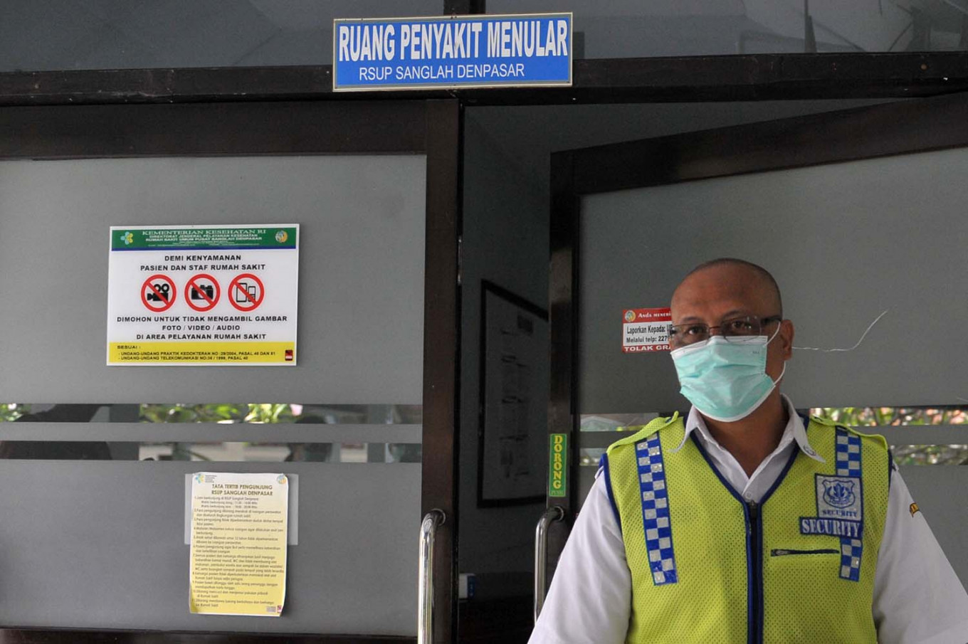 COVID-19 patients in East Java hospital demand to be let out for Idul Fitri