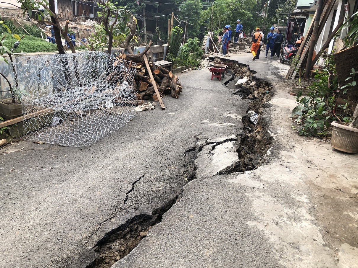Residents raise concerns over safety after street collapses in Matraman