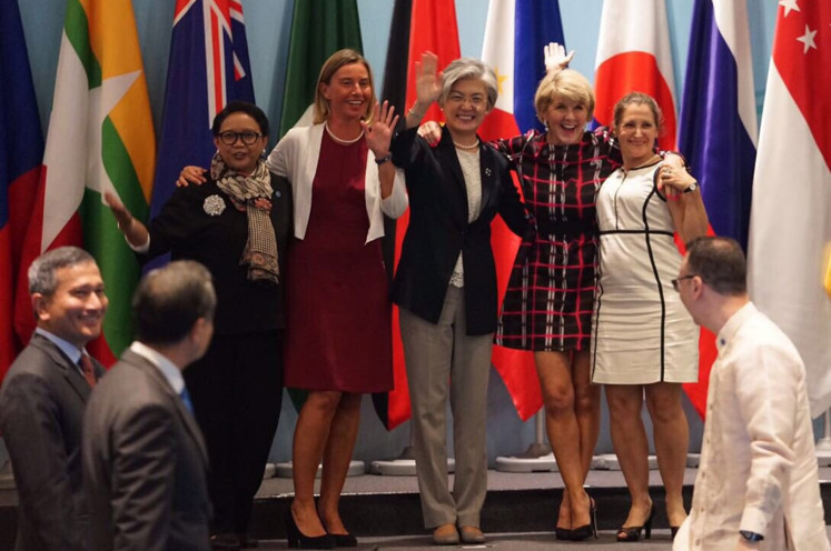 Foreign Minister Retno Marsudi (left, facing camera) poses with other female foreign ministers (left to right) of the European Union, South Korea, Australia and Canada at the ASEAN Regional Forum Retreat in Singapore in 2018. Female foreign ministers are not able to meet on the sidelines of the virtual UN General Assembly this year.