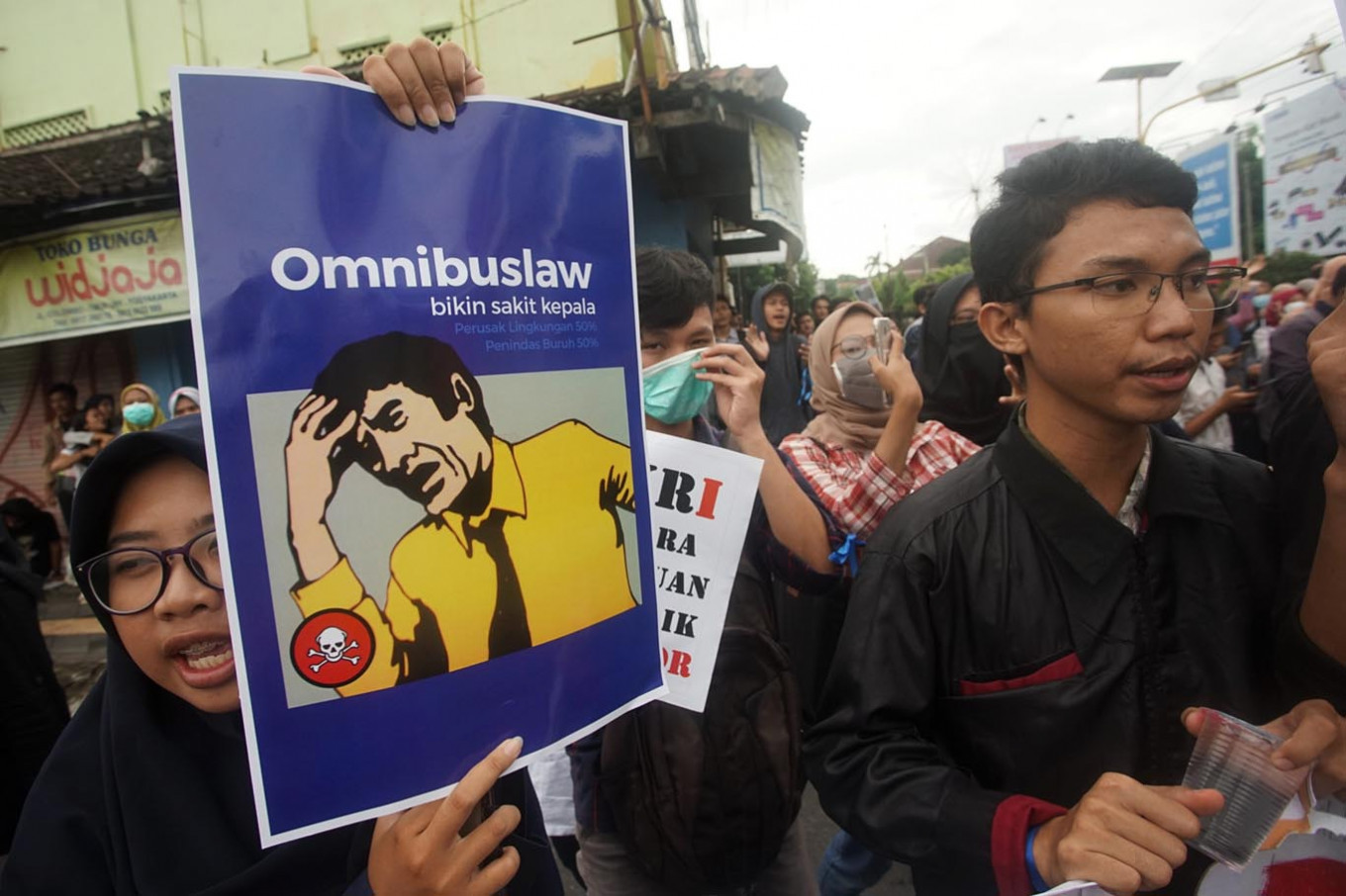 PDI-P, NasDem call to remove labor provisions from omnibus jobs bill