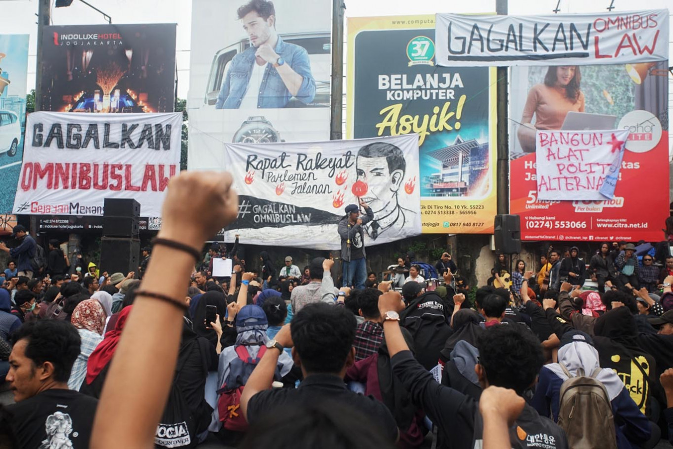 Students, workers take to streets in Yogyakarta to say no to omnibus job creation bill