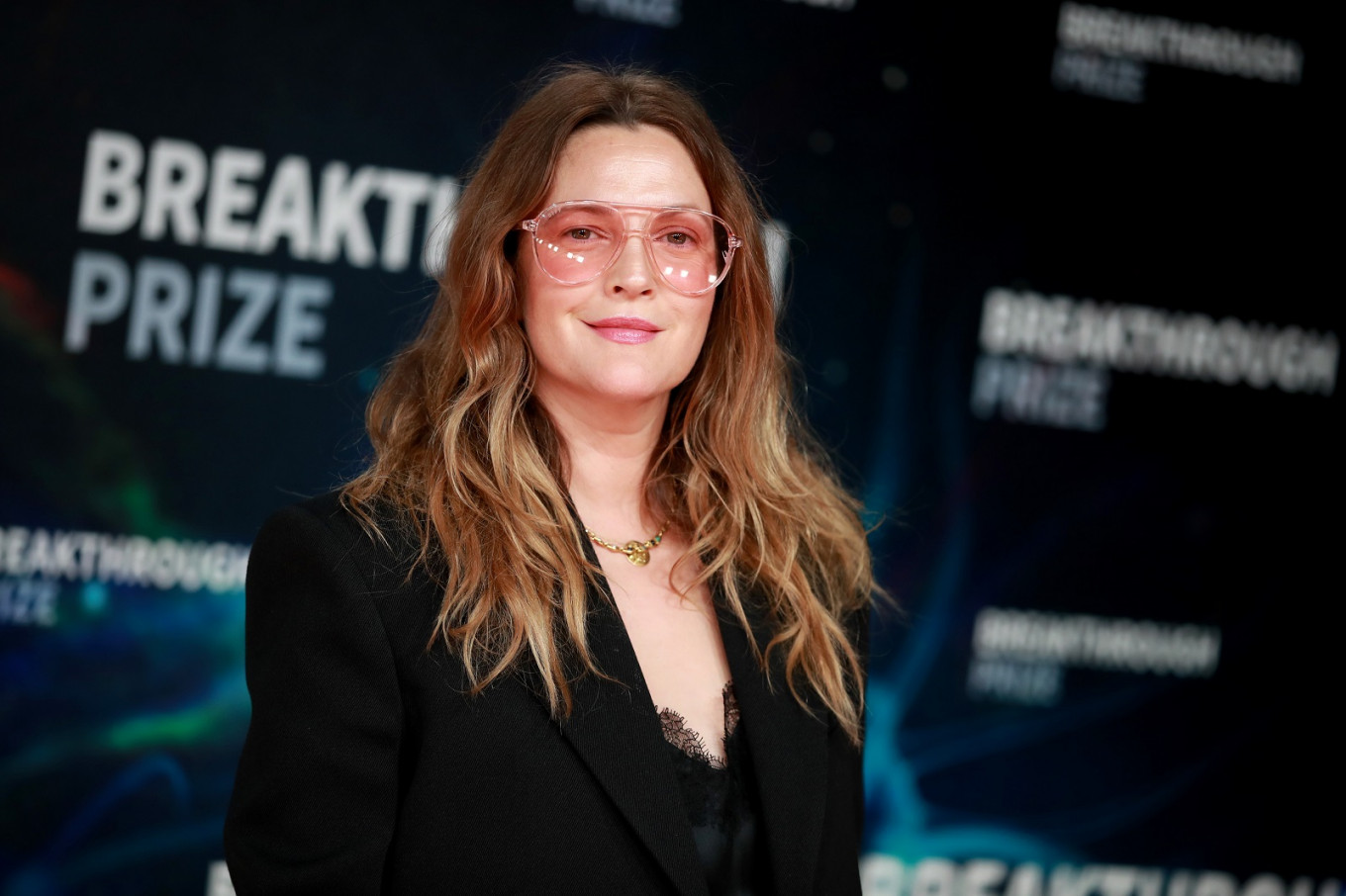 Drew Barrymore Addresses Nose Hairs Adult Acne In New Instagram Videos Entertainment The Jakarta Post