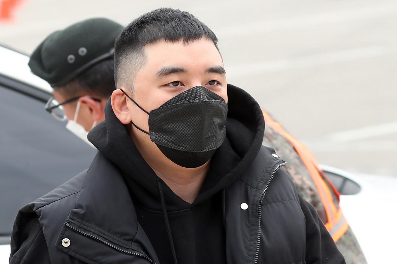Scandal-ridden K-pop star Seungri enlists in army