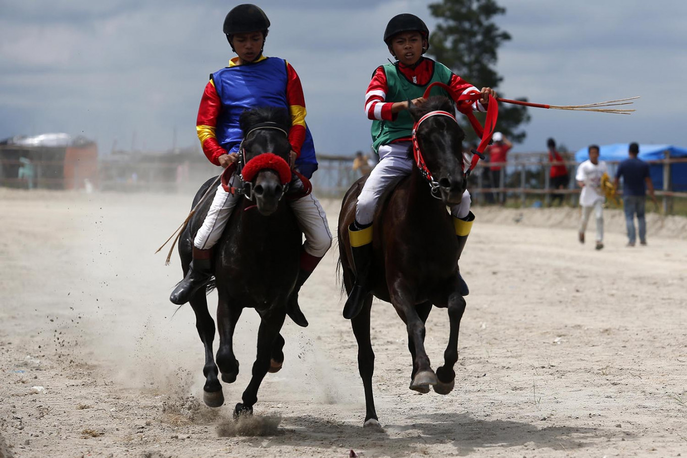 Head to head: Ari (right) paces his horse to get to the finish line before his opponent does. JP/Hotli Simanjuntak