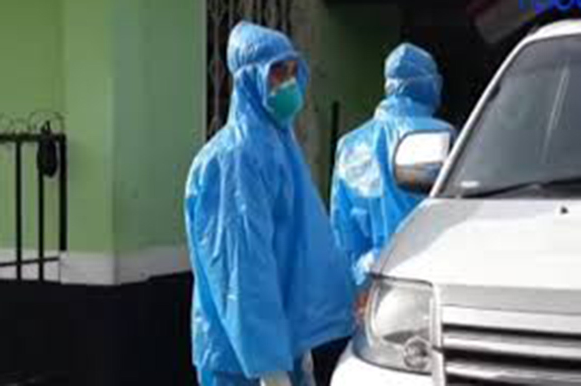 COVID-19: West Java medical personnel forced to use raincoats in lieu of hazmat suits