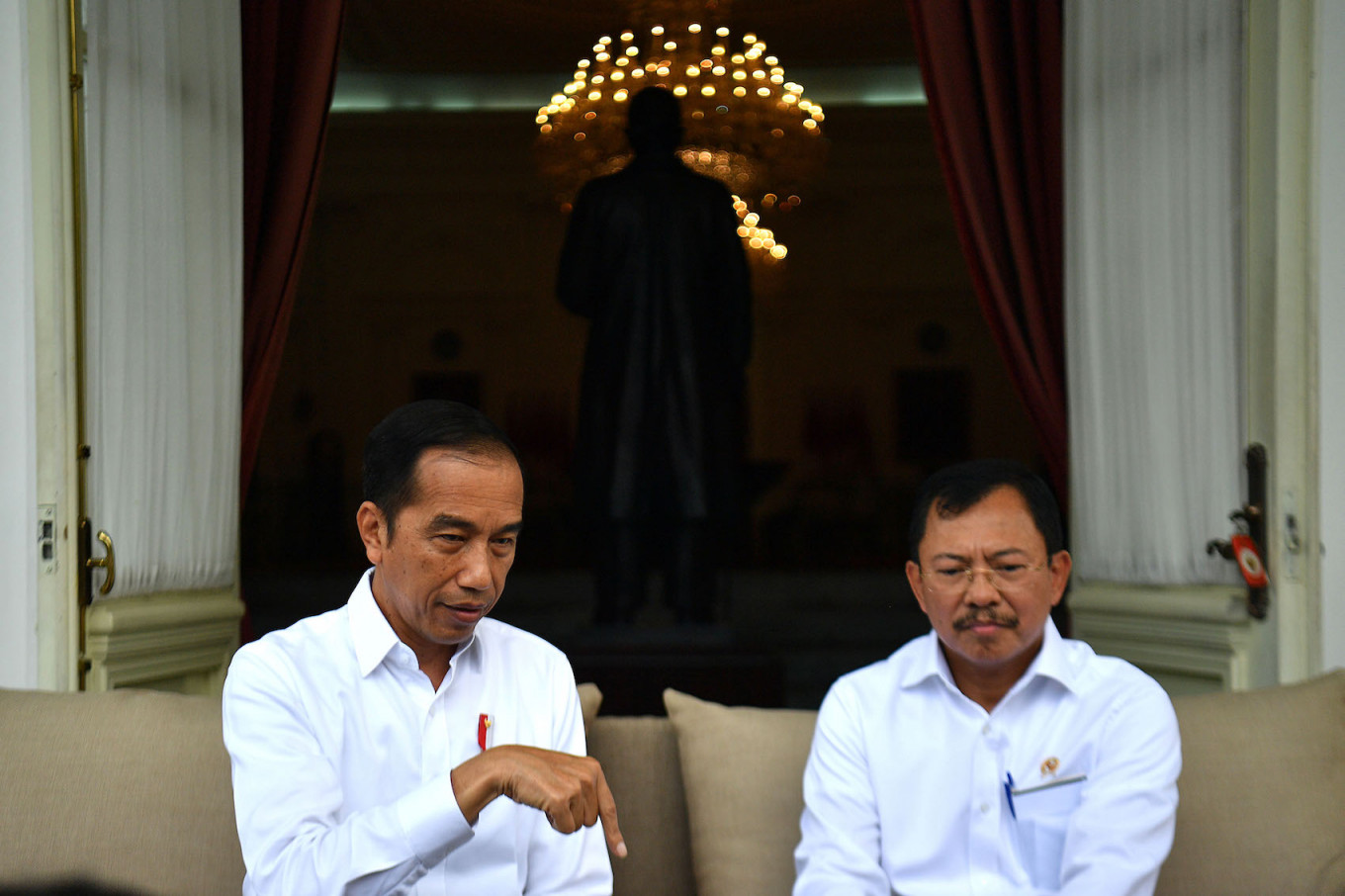 Public trust in Jokowi's COVID-19 response declines, survey finds